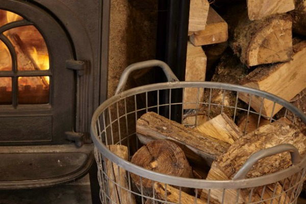 http://thegreenhome.co.uk/heating-renewables/biomass/which-logs-should-i-choose-for-a-wood-burning-stove/