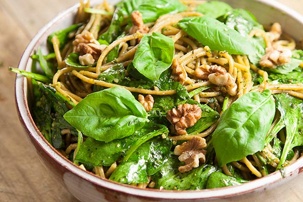 spaghetti with spinach & walnut pesto1